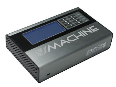 la V-Machine vista desde una esquina, se aprecian pocos botones y no es muy grande ni muy pequeña