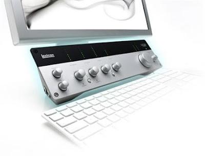 Imagen del producto Lexicon para estudio casero situado entre la pantalla y el teclado