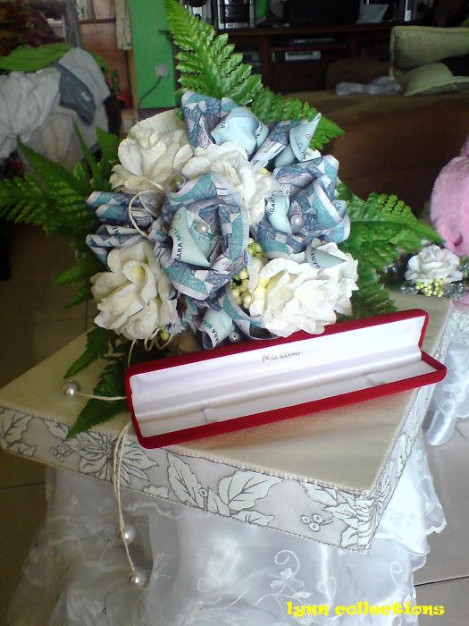 ini juga rekaan terbaru.... bunga mas kawen merangkap bunga pegang ok x idea aku!!??