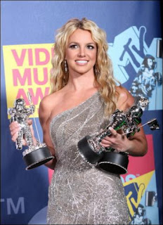 Britney recibe 3 premios MTV Awards por su video Piece of Me