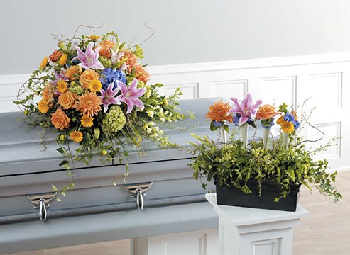 [garden+misture+casket+spray+$450.jpg]