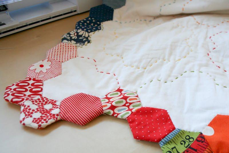 Finishing Your Hexagon Quilts Tutorial   badskirt : how to quilt a hexagon quilt - Adamdwight.com