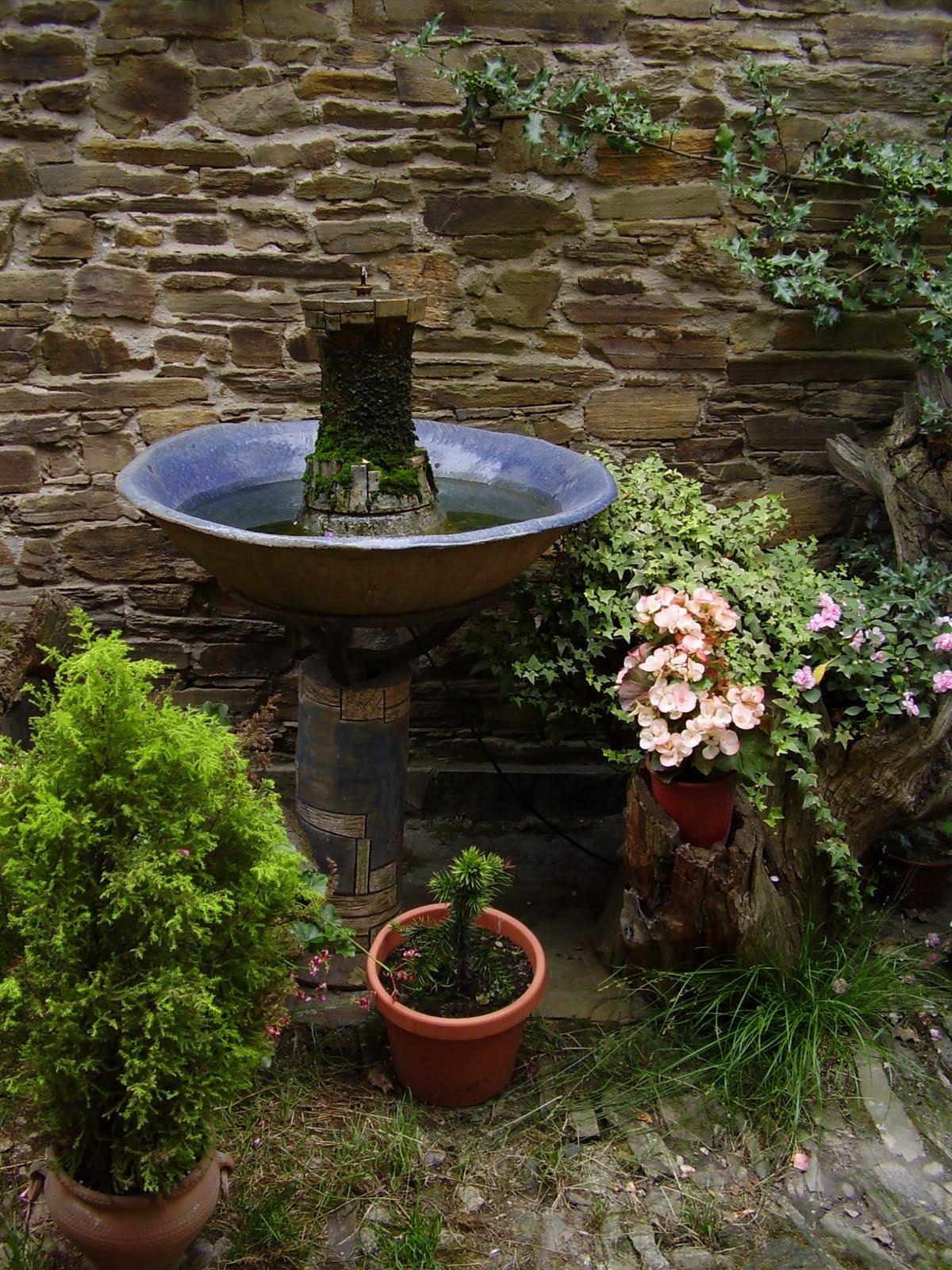 Fuentes ornamentales de interior y exterior for Peces para fuente exterior