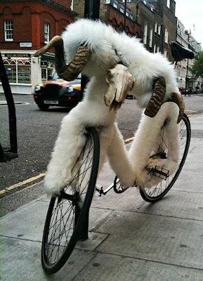 fixie, velo fixe, pignon fixe, mouton, belier, Londres, London, Photo Kristen Pelou Oct 2010