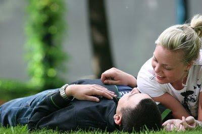 http://2.bp.blogspot.com/_0WUVuvyQMa4/SkqOOk6DtBI/AAAAAAAABYY/E3p23FapAz8/s400/casal-conversar.jpg