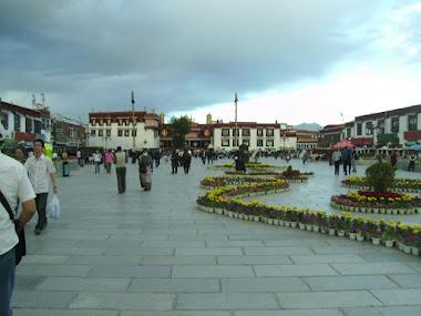 Tibet inside. Piazza del Barkhor