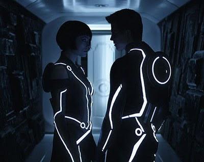 Olivia Wilde (Quorra) y Garret Hedlund (Sam Flynn)
