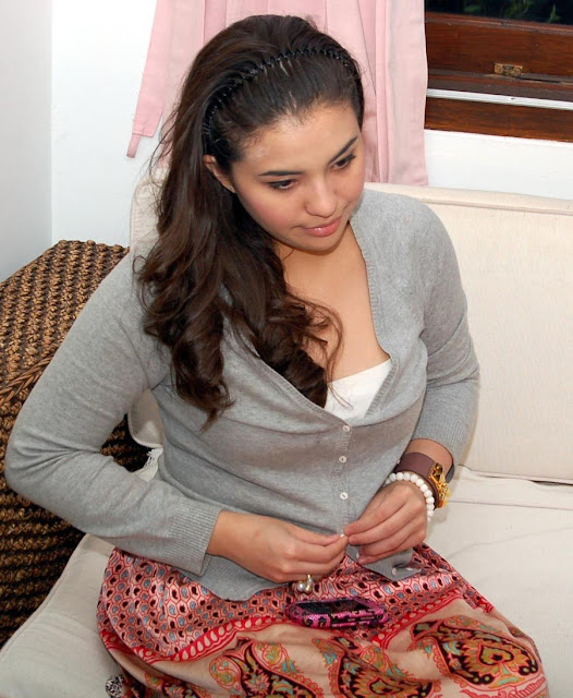 Payudara Manohara - kumpulan foto telanjang bugil memek. cewek-indo-bugil.blogspot.com.