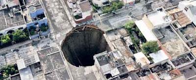Este SI es un agujero!!!  Agujero+guatemala+3