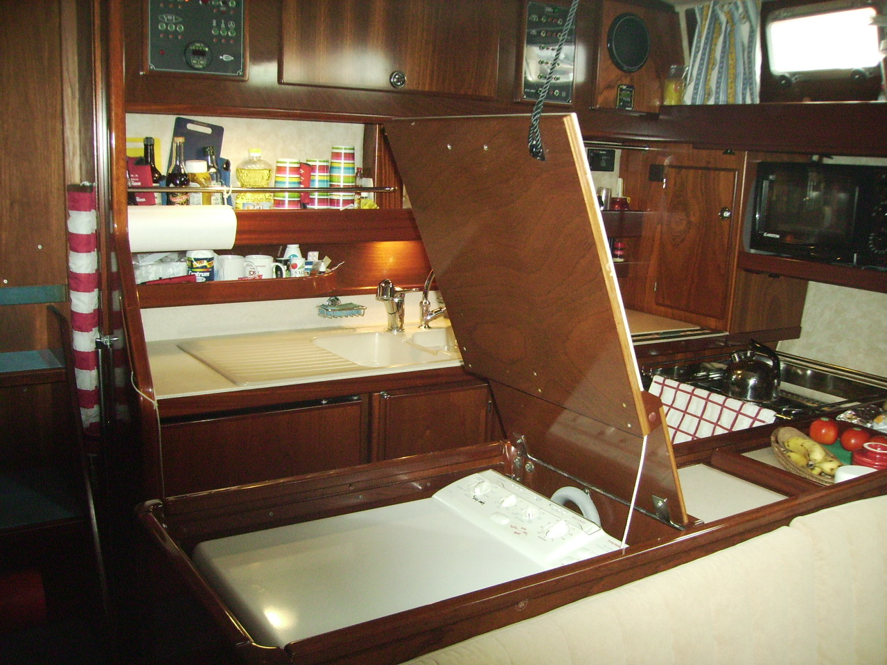 S v bebe the boat for Boat kitchen cabinets
