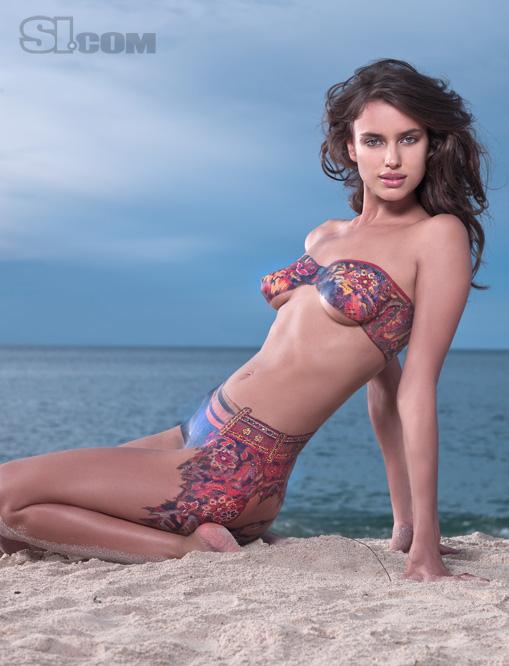 weergegeven voor irina shayk sports illustrated swimsuit body paint