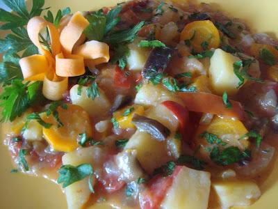 Articole culinare : Ghiveci taranesc de legume
