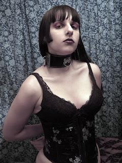 Alice Malice in gothic bondage