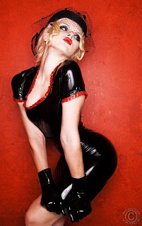 Mosh model in black latex 50's outfit