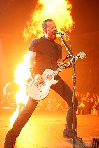 [Metallica_9_-_East_Rutherford_NJ_102204_-_lg.6635639]