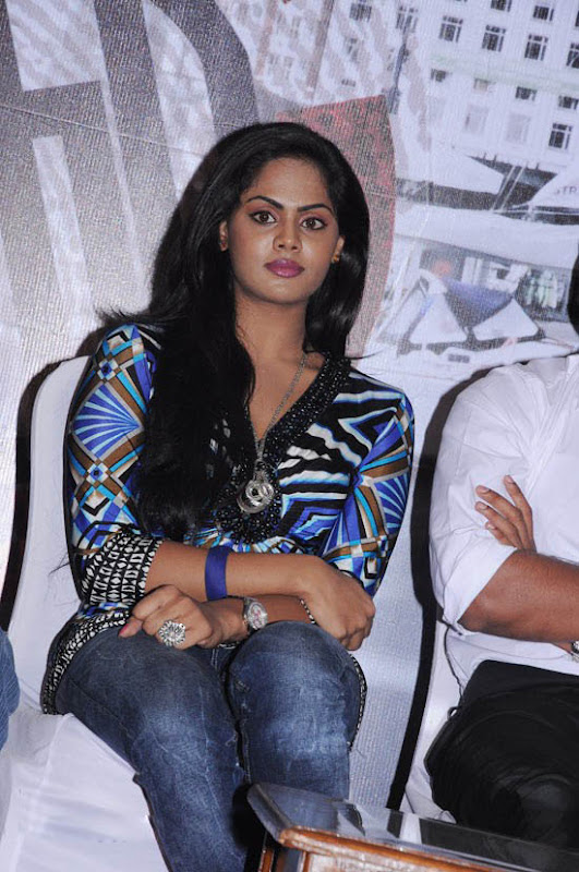 Photos Karthika at Ko Movie Press Meet cleavage