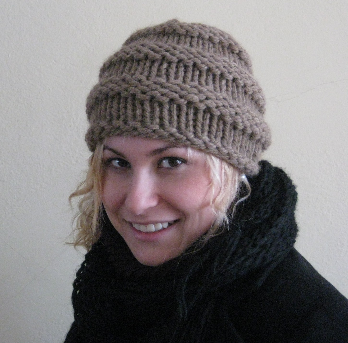 Simple Hat Knitting Pattern In The Round : the Yarn Princess: The New Quick and Easy Ribbed Hat
