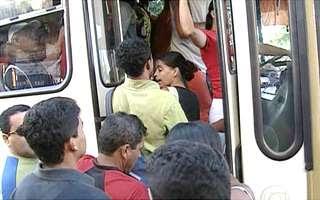 Pegar ônibus cedo em São Sebastião é um sufoco