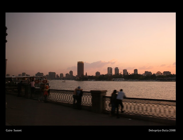 Sunset on the promenade of the Nile