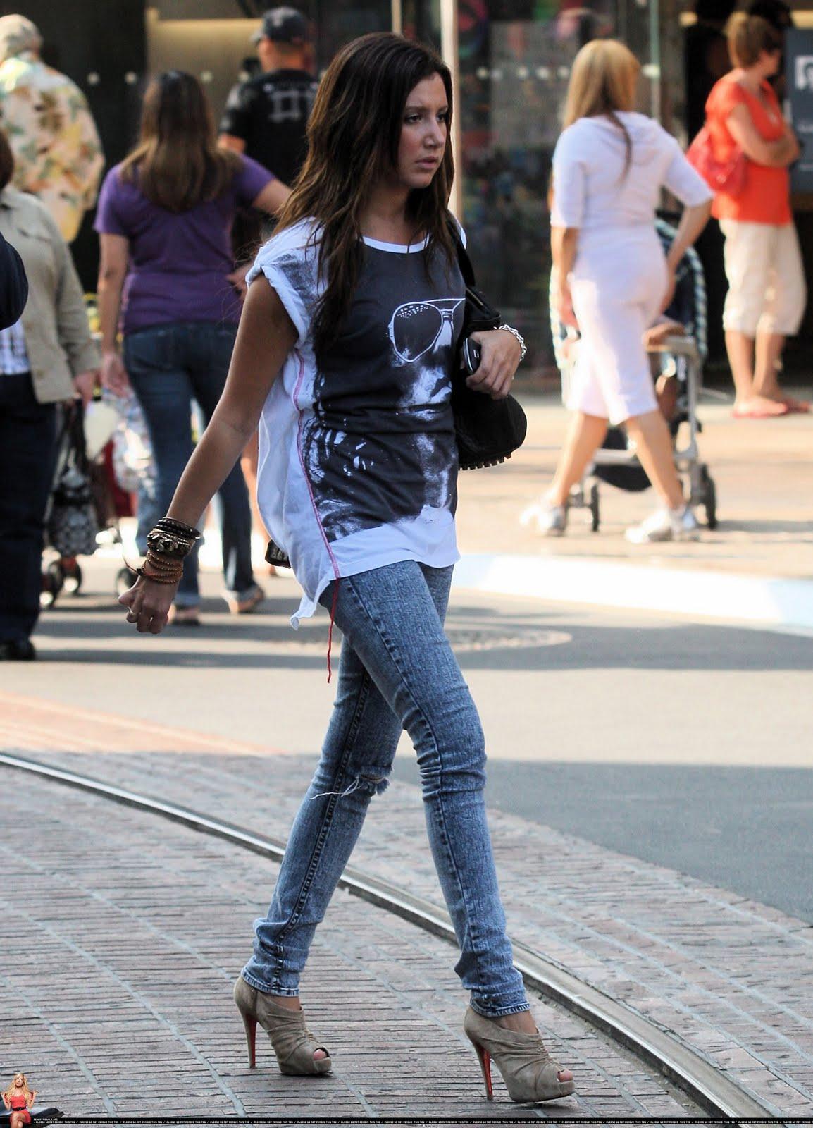 [Ashley_tisdale-skinny+jeans.jpg]