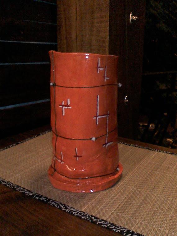 Vaza modelata si pictata manual cu margele aplicate( 30 cm inaltime si 11 cm diametru)L07 - 75  Ron