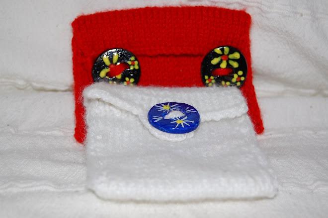 Portofel tricotat cu nasturi din lut- 16 Ron buc