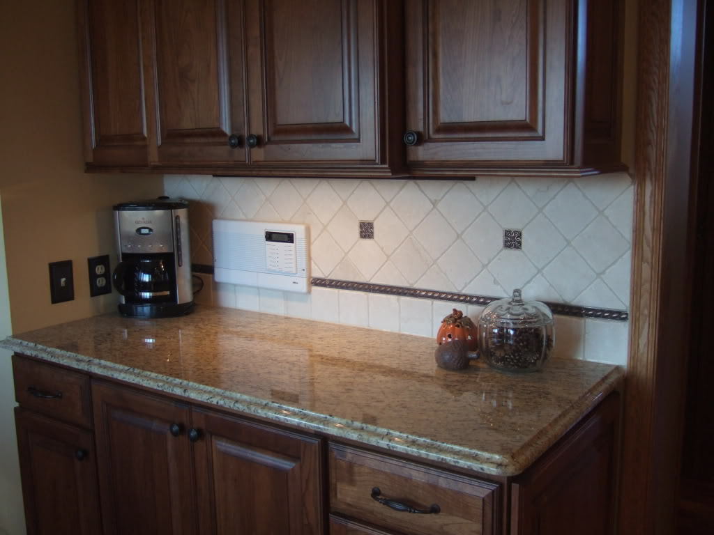 Diy design fanatic new countertops and tile backsplash Kitchen backsplash ideas pictures 2010