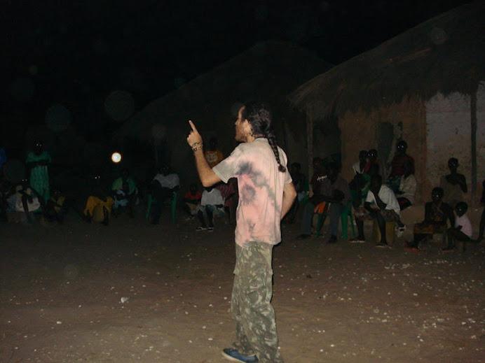 Israel pregando o Evangelho na Guiné Bissau.