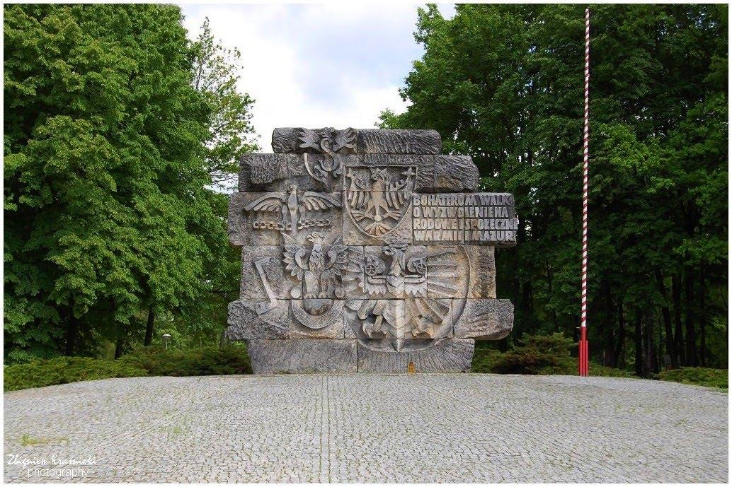 """Olsztyn. Pomnik """"Bohaterom Walk o Wyzwolenie Narodowe i Społeczne Warmii i Mazur"""""""