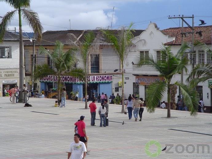 Ciudad jardin de colombia fusagasuga parque principal for Arriendos en ciudad jardin sur bogota
