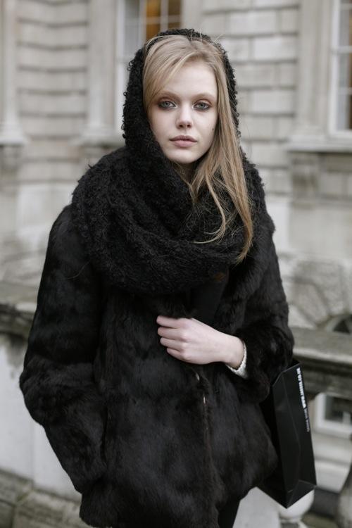 abrigos y bufandas