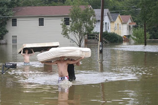 From left, Allen Rice, Zach Shirley, Jacob Shirley, and Danny Shirley remove two mattresses from their home in East Ridge, Tenn., Tuesday, Sept. 22, 2009. Heavy rainfall caused water from area creeks to flood areas throughout Chattanooga and northern Georgia areas. (AP Photo/Chattanooga Times Free Press, Patrick Smith)