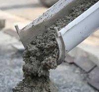 hormigonera echando cemento