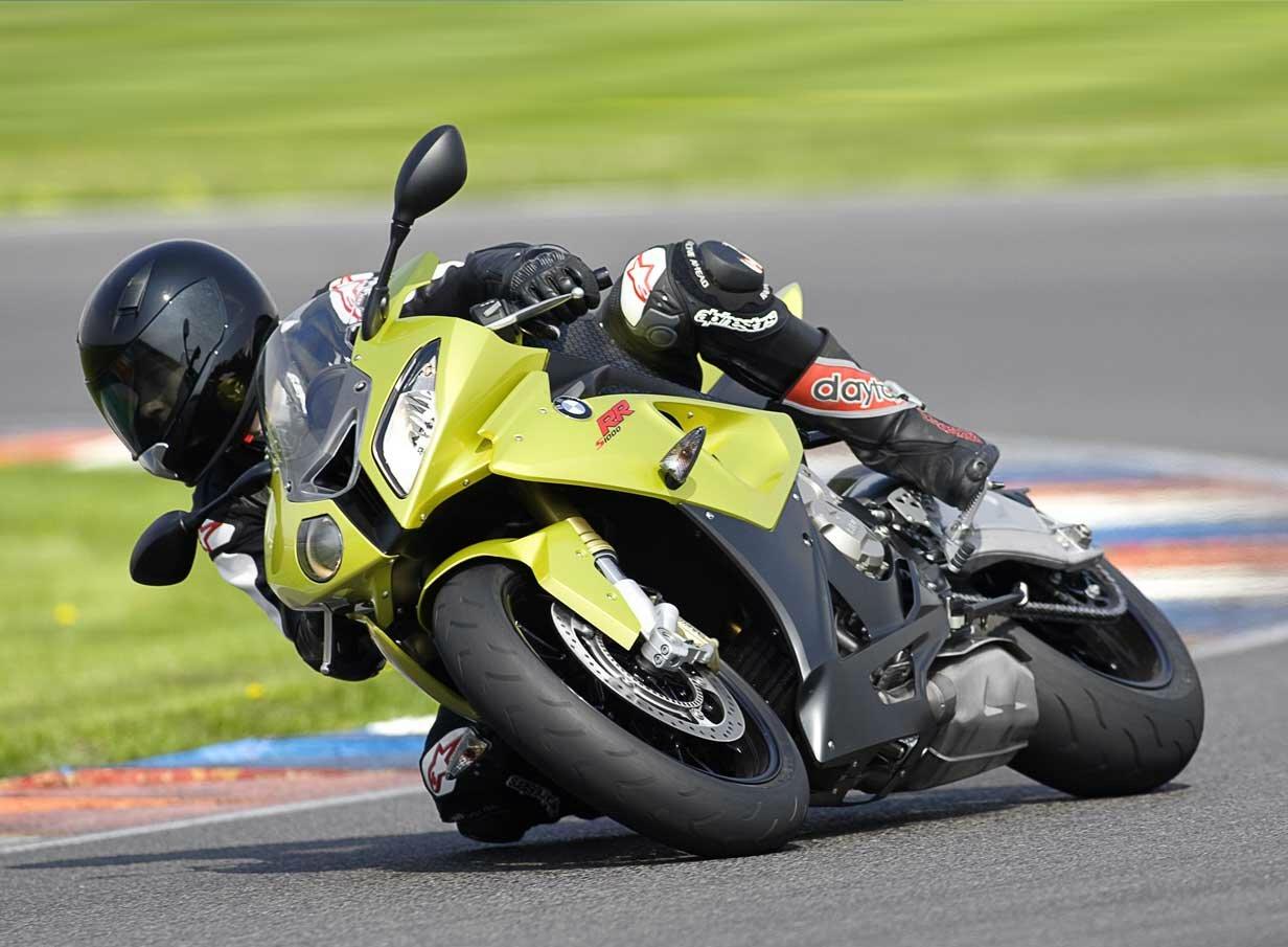 http://2.bp.blogspot.com/_0vQee8oZXq8/TBXNTKlKvdI/AAAAAAAASeM/rZutoMgKY9A/s1600/Mejores+motos+deportivas+5.jpg