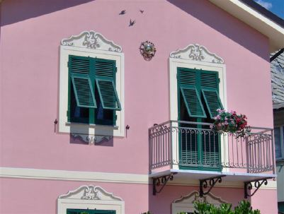 [pinkhouse]