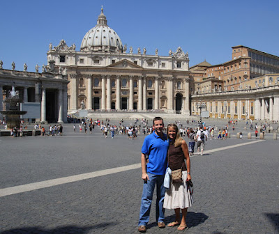 In front of the Vatican we pose for a quick picture.