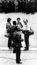1986-Maputo, funeral do Samora Machel. Brigite, Licinio Azevêdo e Daniel de Andrade Simões