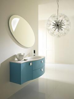 Ideias de decoração mobiliário | casa de banho decorada à cor azul.
