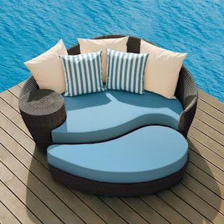 Ideias decoração mobiliário | Sofá e puff de vime exterior.