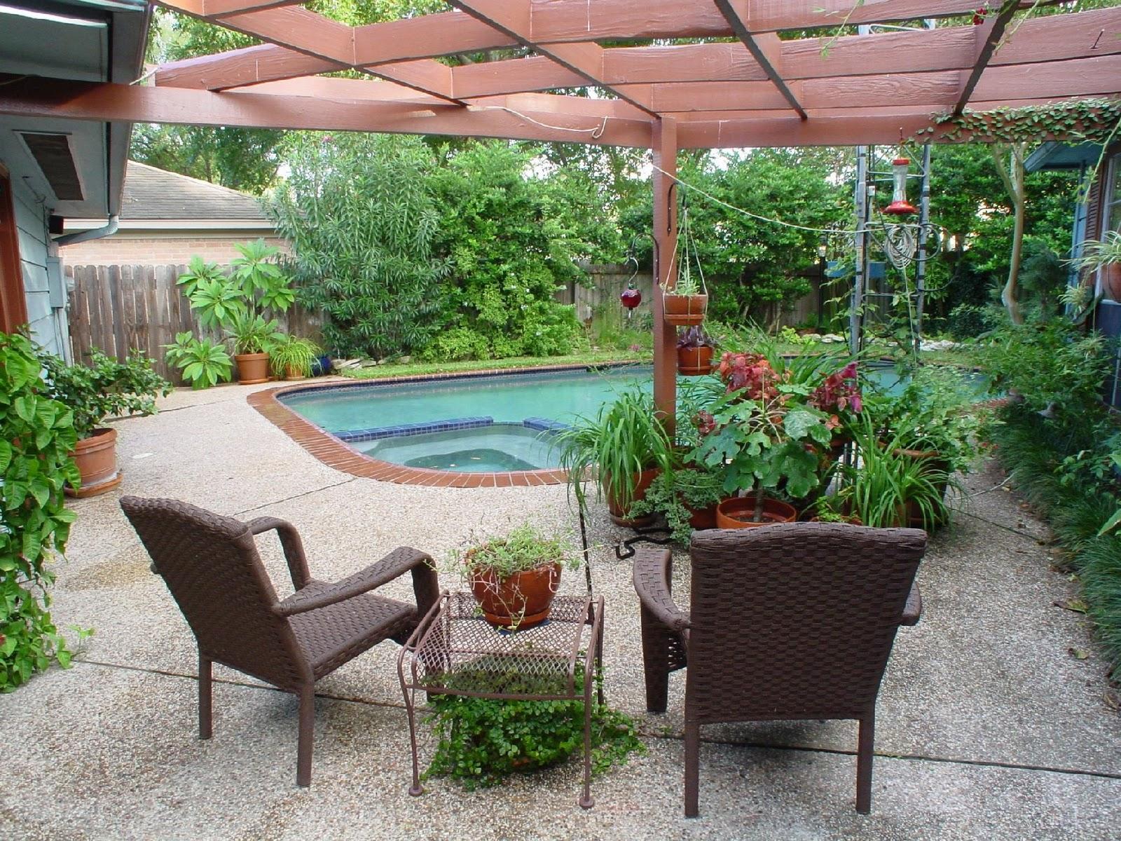mobiliario jardim area:Use para seu beneficio um jardim junto à sua piscina.