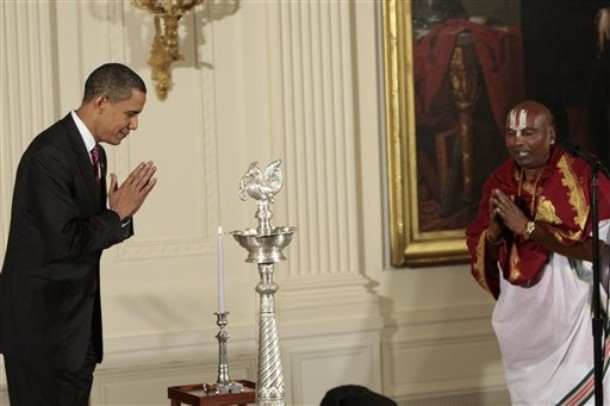 http://2.bp.blogspot.com/_11-nzoYFuQU/Swgkq19w5gI/AAAAAAAAGUo/OINma4B4_Gg/s1600/Obama-Bows-Again.jpg
