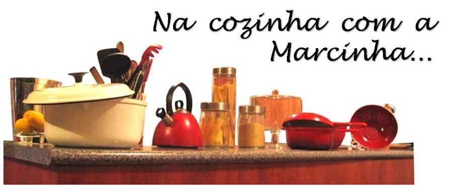 Na cozinha com a Marcinha...