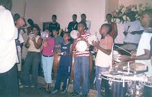 Betinho da Cuica e seus alunos da Comunidade da Mangueira
