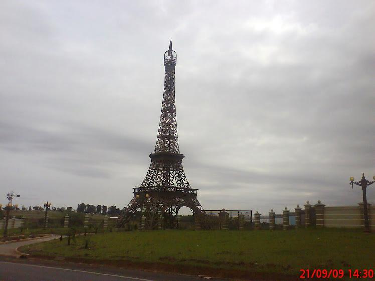 Réplica da Torre Eiffel - Umuarama - PR