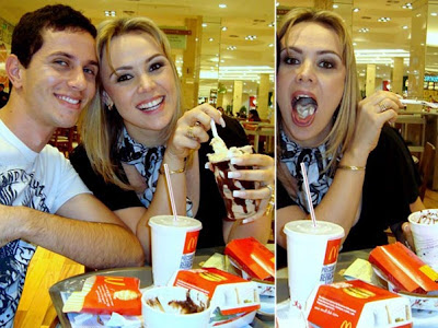 Ex Paquita Ana Paula Almeida Se Delicia   Fast Food No Rio