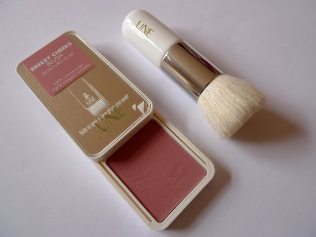UNE Breezy Cheeks Blush in B02