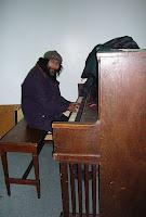 Eräs vieraistamme soitti pianoa - kuin hienossa ravintolassa ikään. :)