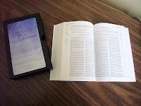 Tässä Paulan seurakunnalta saamamme Uusi Testamentti, Recovery Version, lyhyin selityksin.