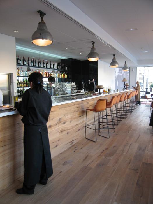 Melci n zulueta arquitectos restaurant sala 105 en la for Oficina correos hospitalet