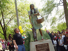 DOROTHY AT HOME IN CHICAGO'S OZ PARK
